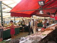 Рынок Риальто - средиземноморский рынок свежих продуктов еще со Средних веков считается самым лучшим в мире.