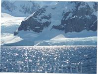Солнечный день в Антарктике.