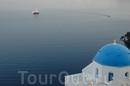 так характерно для кикладес островов - белые домики с голубыми крышами
