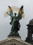 скульптуры на Оперном театре