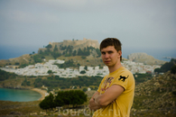 на фоне г. Лидоса и Акрополя