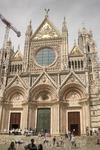 Сиенский собор - не такой монументальный, как во Флоренции, но очень изящный и гармоничный