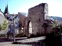 Сохранившаяся стена старого города