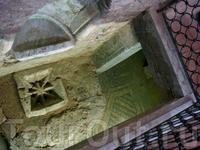 Ефразиева базилика. Мозаики базилики - выдающийся образец византийского искусства VI века. (частично сохранены настенные и напольные мозаики)