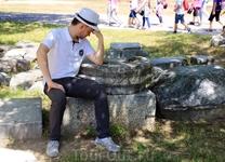Место, где в античности мужчины занимались мыслительными делами