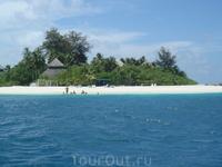 остров с нашим отелем
