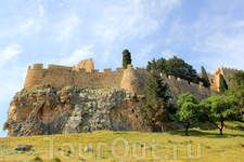 Замок и Акрополь на вершине
