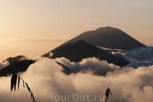 Вулкан Агунгг 3143 метра