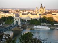 Вид на Цепной мост Сечени и отель &quotFour Seasons&quot, в котором происходило свадебное торжество