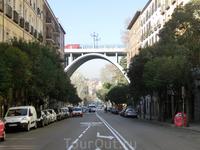 Calle de Segovia, ее пересекает одноименный виадук.