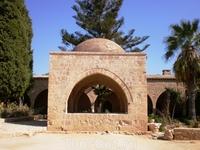 Монастырь в честь Святой Девы Марии, построенный в начале 16-го века. Одна из основных достопримечательностей города Айя-Напа.