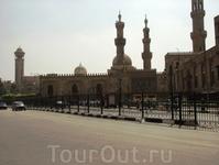 Комплекс Аль-Азхар:мадресе(школа),мечеть,университет(существует с 10-ого века).