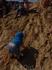 Этот упорный малыш лез наверх, съезжал, и снова лез, не сдаваясь обстоятельствам!