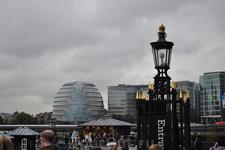Напротив Тауэра, через Темзу - фантастическое здание Лондонской Мерии.