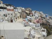 Панорама. Дома не только белые, но и розовые. голубые, бежевые...