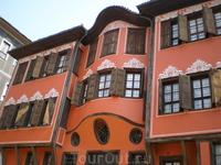 Старый город расположен на трех холмах — Джамбаз-Тепе, Таксим-Тепе и Небет-Тепе. Это наиболее старая часть Пловдива, где можно проследить всю историю города: ...