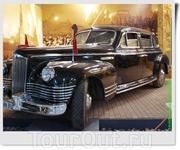 Апофеоз послевоенного автомобильного величия нашей страны ЗиС-115 - бронированный автомобиль высшего класса. Был построен в конце 1940-х годов на автомобильном ...