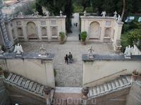 Площадка перед фонтанами Совы и Прозерпины