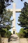 в конце аллеи возвышается огромный крест высотой примерно 16 метров (он хорошо виден с территории аэропорта)
