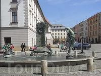 фонтан Юпитер Нижняя площадь  1