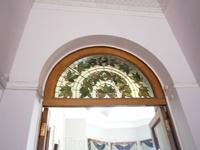 старая мозаика украшаюшая двери  школьной комнаты наследника Алексея