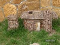 Медовые водопады; этот макет жилища (видимо сакли) расположен в одной экспозиции с предыдущими экспонатами