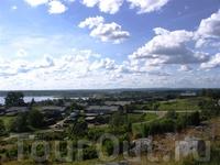 Вид на озеро с высшей тоски села. Здесь когда-то прошел ледник.