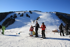 Младшая сестра, папа и я. Первый раз на лыжи стали!