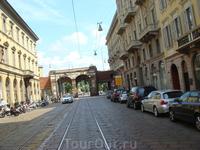 В Милане, как и во многих городах Европы трамваи и машины движутся в одном  пространстве.