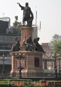 Памятник Колумбу на Площади Революции