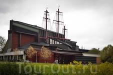 Музей выстроен вокруг корабля Густав Васа ,прославившейся тем ,что проплыв меньше мили ,утонул. Произошло это печальное событие в 17 веке.И только в 1961 ...