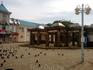 Непонятные мрачноватые сооружения в начале и в конце Арбата.