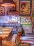 Замечательный ресторан с карикатурами