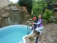 У бассейна. Купались перед отъездом - вода +18 освежающе прохладная.