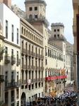 Очень торжественный момент, когда звенят колокола на Кафедральном Соборе Святого Николая, в церкви Святой Марии, бьют куранты на здании мэрии и с балкона ...