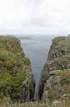 Мыс Норд Кап — часть большой скалы. Гранитная скала разбита трещинами на три выступа: средний, самый большой, и есть Норд Кап. Верхняя часть мыса плоская, покрыта каменистой тундрой с небольшими озёра