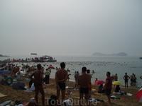 сотни Китайцев поплыли в некуда, плыли до горизонта