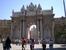 Главные ворота Дворца Долмабахче. Дворец строился в 1842-53 гг. для Абдул-Меджида I, который стал тяготиться средневековым дворцовым комплексом Топкапы и желал иметь дворец в стиле барокко, способный