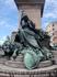 памятник на набережной рядом с Дворцом Дожей