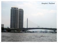 Вид на один из мостов через Чао Прайя.