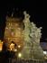 Карлов мост - еще один центр притяжения приезжающих в Прагу. До самого утра здесь выступают артисты, бродят туристы и делают селфи китайцы.