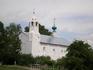 Вблизи северного фасада Покровского собора в 1551 г. построена трапезная палата с церковью. Это большая двухэтажная постройка со скромным орнаментом из ...