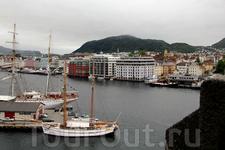 Со смотровой площадки башни Розенкранца (Rosenkrantz Tower) открывается потрясающий вид на гавань Бергена.