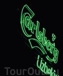 Неоновая вывеска завода Carlsberg Uzbekistan