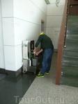 аэропорт  Лхасы В Китае в аэпоротах везде есть горячая вода для чая