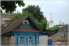 вид на Спасскую церковь с улицы Орджоникидзе