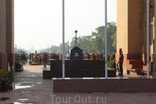 Вечный огонь у Ворот Индии.