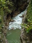 Местами Гуамское ущелье очень узкое
