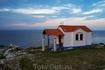 Крошечная церквушка на берегу моря. Вот ведь сколько таких раскидано по всей Греции. Заходишь в маленькую комнатку, а там только поддон с песком - ставить ...