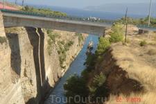 Еще одно чудо Греции-Коринфский канал. Также величественное творение человека.